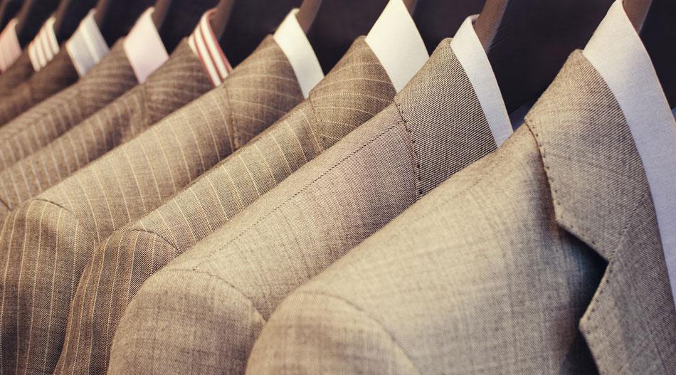 Čo hovoria trendy na károvaný a prúžkovaný oblek?