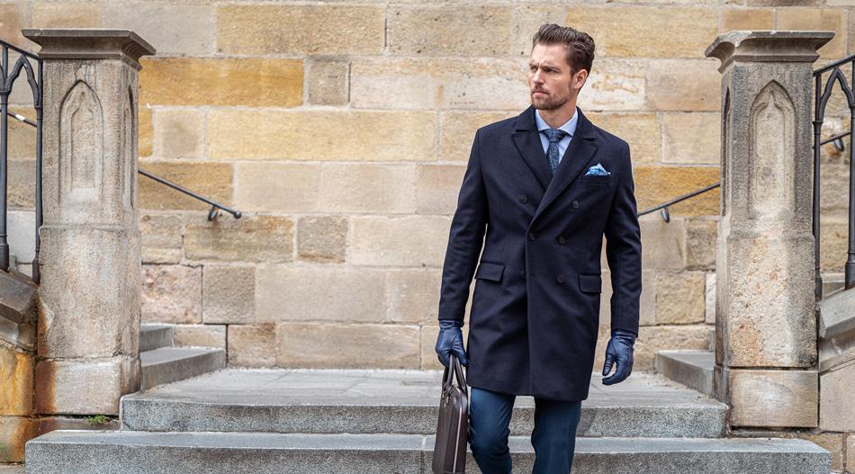 Čo nosiť s dvojradovým plášťom?
