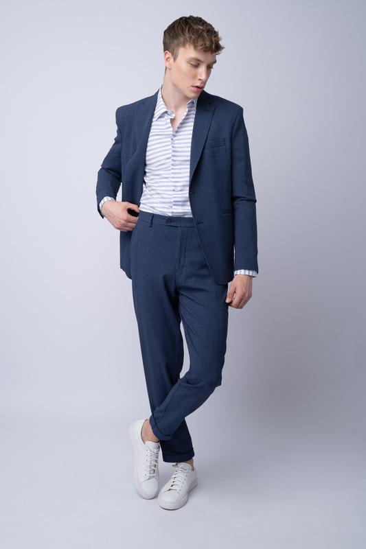 Oblekové sako V neformálnom strihu