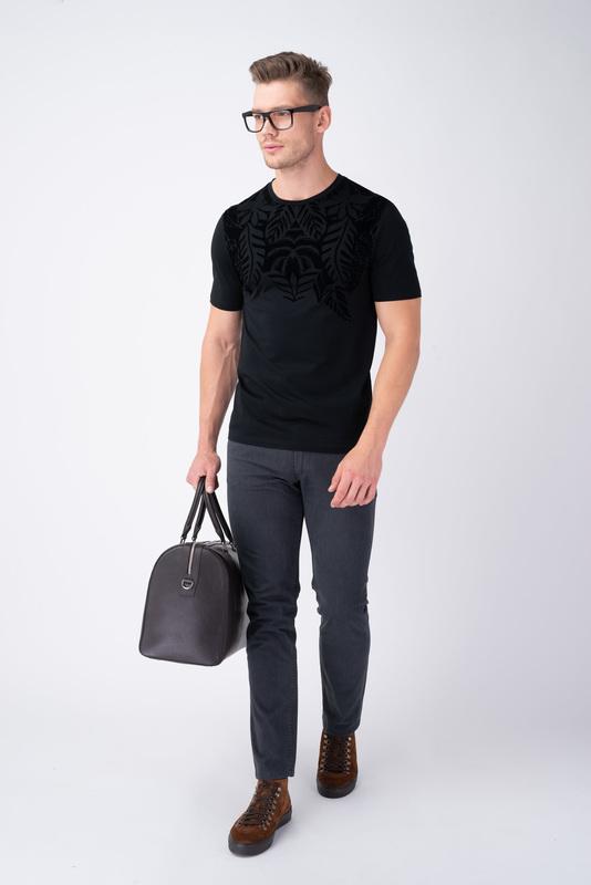 Čierne tričko S 3D motívom