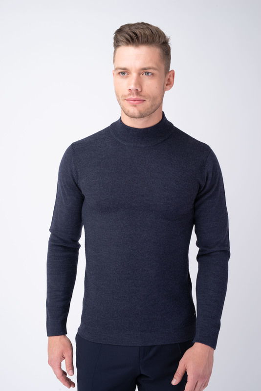 Tmavo modrý sveter S vytkávaným vzorom