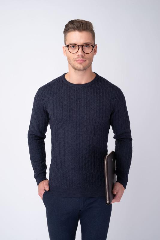 Modrý sveter S vytkávaným vzorom
