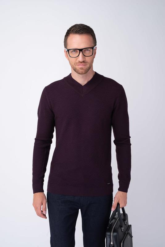 Vínový sveter S vytkávaným vzorom