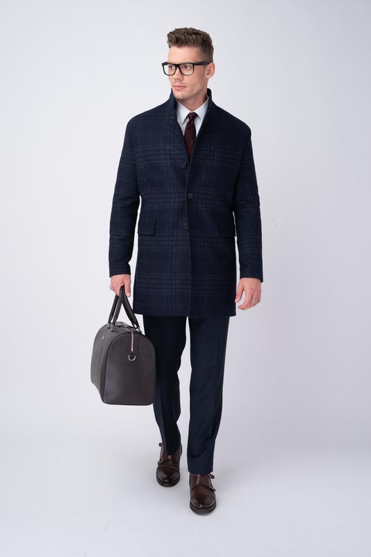 Tmavo modrý plášť V extra slim strihu