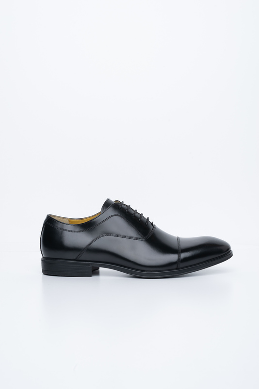 Čierne poltopánky Vhodné k obleku
