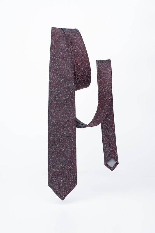 Vínová kravata S nepravidelným vzorom