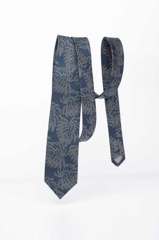 Modrá kravata S florálnym vzorom