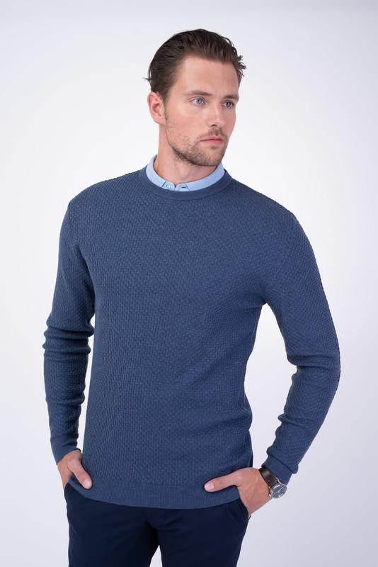 Voľnočasový sveter V pohodlnom strihu